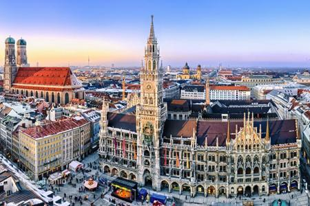 Luxury 2 bedroom apartments for sale in Bavaria. Two-bedroom apartment in an old building in the heart of Munich