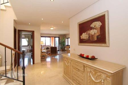 4 bedroom apartments for sale in Costa del Sol. Penthouse for sale in Marbella East