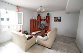 Cheap apartments for sale in Costa del Sol. This apartment is located in Benalmadena Costa just steps from the beautiful beach