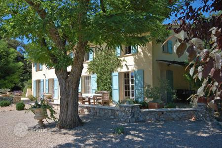 Villas and houses for rent with swimming pools in Provence - Alpes - Cote d'Azur. Vallee Verte