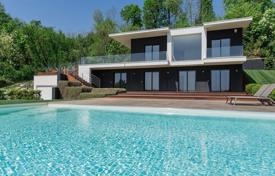 Property for sale in Padenghe sul Garda. Modern villa overlooking Lake Garda, with a saltwater swimming pool and a garage for 6 cars