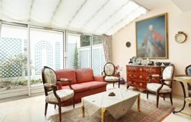 Luxury houses for sale in Neuilly-sur-Seine. Neuilly-sur-Seine. A superb near 250 m² property