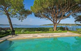 Villas and houses to rent in Saint-Tropez. Saint-Tropez — Superb waterfront property
