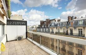 1 bedroom apartments for sale in Ile-de-France. Paris 17th District – A spacious studio apartment with a terrace