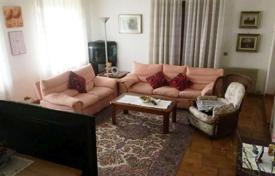 Houses for sale in Friuli-Venezia Giulia. Large house late 80s, also suitable for two families, with separate entrances