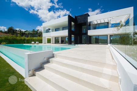 Luxury houses with pools for sale in Andalusia. Villa for sale in La Cerquilla, Nueva Andalucia