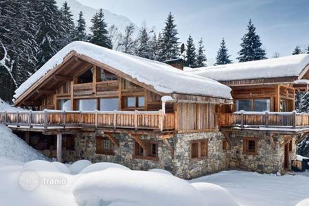 Residential to rent in Chamonix. Chalet with spa facilities nestled in woodland, in a popular ski resort, Les Bossons, Chamonix Valley, France