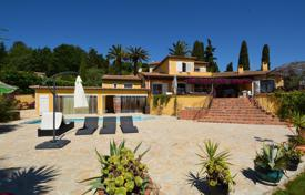 6 bedroom houses for sale in Provence - Alpes - Cote d'Azur. Sunny hacienda with sea view, quiet, with large exterior living areas