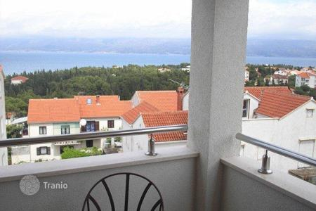 Cheap property for sale in Brač. Apartment in Supetar