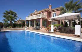 4 bedroom houses for sale in Marbella. Amazing villa above the Mosque of Marbella