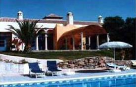 Luxury property for sale in Gaucín. Elegant Moorish villa on a huge plot with a garden and a swimming pool, not far from the sea coast, Gaucin, Costa del Sol