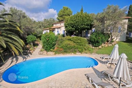 Residential for sale in Le Rouret. Villa – Le Rouret, Côte d'Azur (French Riviera), France