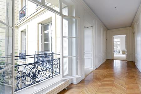 Luxury 5 bedroom apartments for sale in France. Paris 16th District – A superb 337 m² 5-bed apartment. Place des Etats Unis