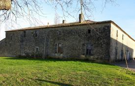 Residential for sale in Gironde. Historic castle with farm barns and vineyards, in a quiet village, Gironde, France