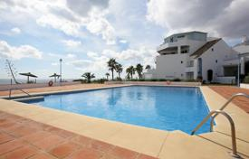 Townhouses for sale in Costa del Sol. Two-level townhouse with a parking, a terrace and a sea view in a residential complex with a swimming pool, Casares, Spain