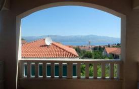 Cheap residential for sale in Croatia. Apartment in Sutivan