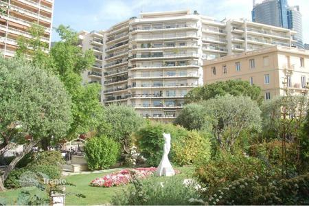 Luxury 1 bedroom apartments for sale in Monaco. Le Continental 2 room central on Place des Moulins