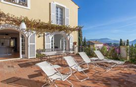 5 bedroom apartments for sale in Côte d'Azur (French Riviera). Elegant seaview apartment with a private garden, a terrace, a parking in a residence with a pool, Nice, France