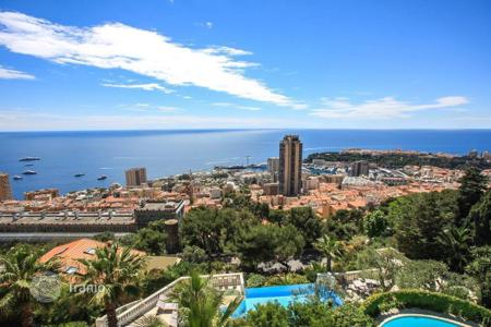 Luxury apartments with pools for sale in Côte d'Azur (French Riviera). Apartment in a luxury residence overlooking Monaco in Beausoleil