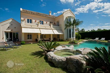 4 bedroom villas and houses by the sea to rent in Marbella. Villa Aria, Monte Halcones, Marbella