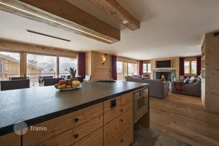 4 bedroom apartments to rent in Central Europe. The chalet with 4 bedrooms, a living room, a balcony, a jacuzzi and a ski room, Verbier, Switzerland