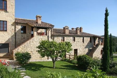 Commercial property for sale in Tuscany. Prestigious hamlet restored for sale in Tuscany — Il Borgo del Grillo