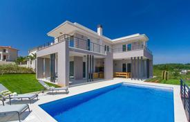 Houses with pools for sale in Pula. Modern villa with pool and sea view, in 150 meters from the shore, Medulin, Croatia