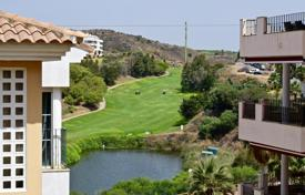 Cheap apartments for sale in Costa del Sol. Beautiful 2 bedroom and 2 bathrooms apartment overlooking the lake and golf course