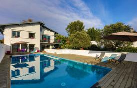 Property for sale in Anglet. Two-level villa with a swimming pool in Anglet, Aquitaine, France