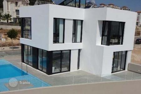 Houses for sale in Guardamar del Segura. Villa – Guardamar del Segura, Valencia, Spain