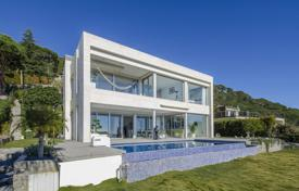 Houses with pools for sale in Cambrils. Modern two-storey villa with a pool, a terrace, a jacuzzi and a garden, with a beautiful view of the sea, Cambrils, Spain