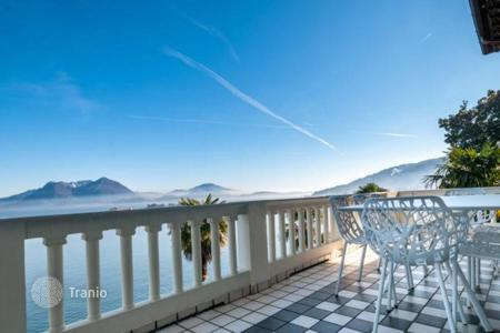Apartments with pools for sale in Piedmont. Fine property on the shores of picturesque Lake Maggiore! The spacious 4-room apartment, newly renovated and full furnished!