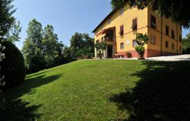 Luxury houses with pools for sale in Lucca. Recently restored villa of XVIII century with well-maintained garden in Lucca, Tuscany, Italy