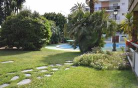 4 bedroom apartments by the sea for sale in Catalonia. Charming flat for sale in Premia de Mar