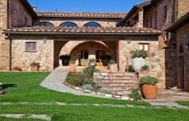 Luxury houses with pools for sale in Tuscany. Villa – Trequanda, Tuscany, Italy
