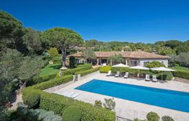 Luxury villas and houses for rent with swimming pools in Côte d'Azur (French Riviera). Ramatuelle — Superb modern villa