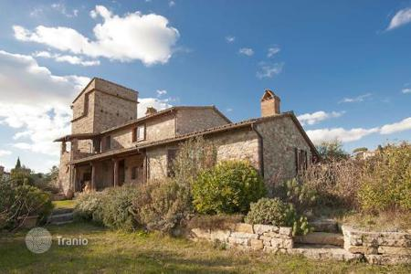 Property for sale in San Venanzo. County House for sale in Umbria — Home with Turret in Umbria for sale