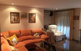 Apartments for sale in Mislata. Renovated apartment with a terrace, in a residence with a garage, Mislata, Valencia, Spain