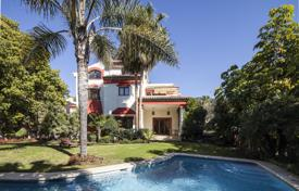 Luxury houses with pools for sale in Costa del Sol. Gorgeous Villa in Altos de Puente Romano, Marbella Golden Mile