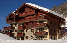 Villas and houses to rent in Savoie. Superb chalet in the center of the alpine village of Meribel