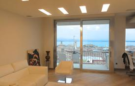 Penthouses for sale in Lake Garda. Three-bedroom penthouse with lake view, Desenzano del Garda