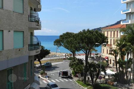 1 bedroom apartments for sale in Liguria. Central apartment with terrace and sea view