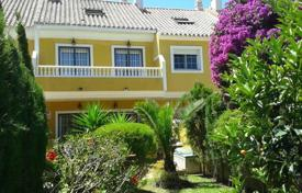 Coastal townhouses for sale in Costa del Sol. The house is located in a nice, gated urbanization with 21 townhouses with two swimming pools and a garden