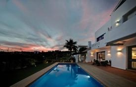 Houses with pools for sale in Yunquera. Villa – Yunquera, Andalusia, Spain