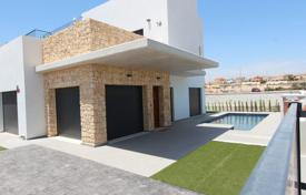 Houses with pools for sale in Guardamar del Segura. Luxury modern villa in Guardamar del Segura