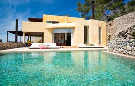 Luxury 5 bedroom houses for sale in Ibiza. Charming 5-bedroom villa only 10 minutes from Ibiza