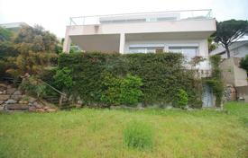 Coastal houses for sale in Costa del Maresme. Three-storey house with an elevator, Premià de Dalt