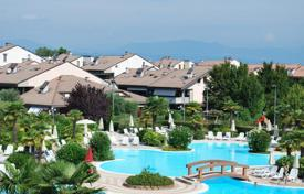 Residential for sale in Veneto. Apartment – Garda, Veneto, Italy