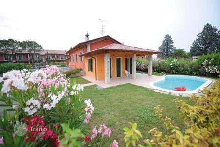 Houses with pools for sale in Lake Garda. Villa - Manerba del Garda, Lombardy, Italy