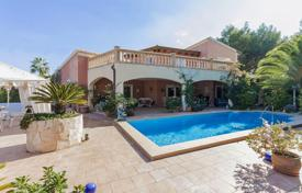 4 bedroom houses for sale in Santa Ponça. Sea view villa with an independent apartment, a swimming pool and a garden, near the beach, Santa Ponsa, Spain